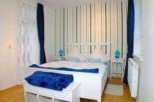 Schlafzimmer 2 mit Balkon Fliitje